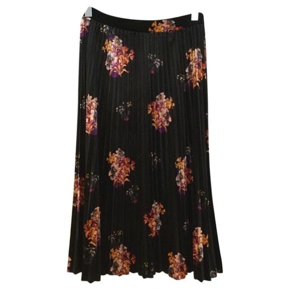 5d6a9e1001 Anthropologie Dresses & Skirts - Anthropologie (Maeve) floral velvet skirt